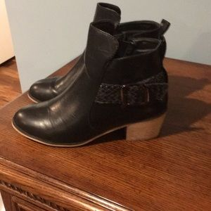 Bucca ankle boots